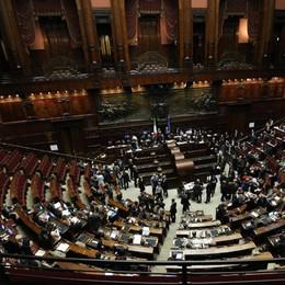 Il (folle) valzer dei posti in Parlamento Ben 256 cambi di casacca in 2 anni
