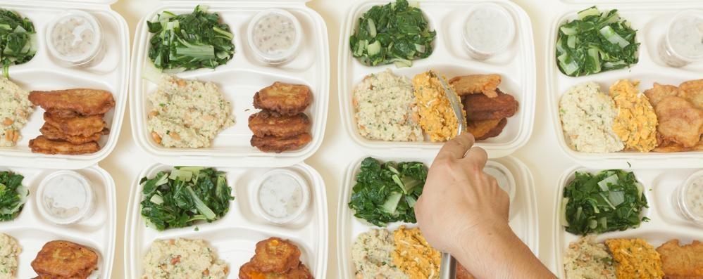 Scuola, lo spreco di cibo entra nelle mense