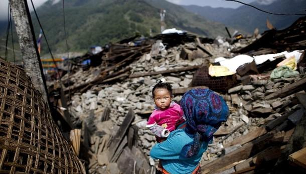 Sisma Nepal: superati i 7.000 morti