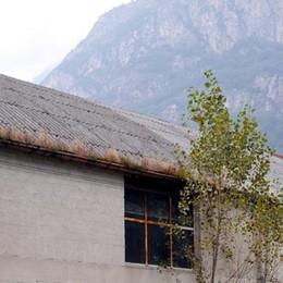 Mai più eternit sui tetti degli immobili