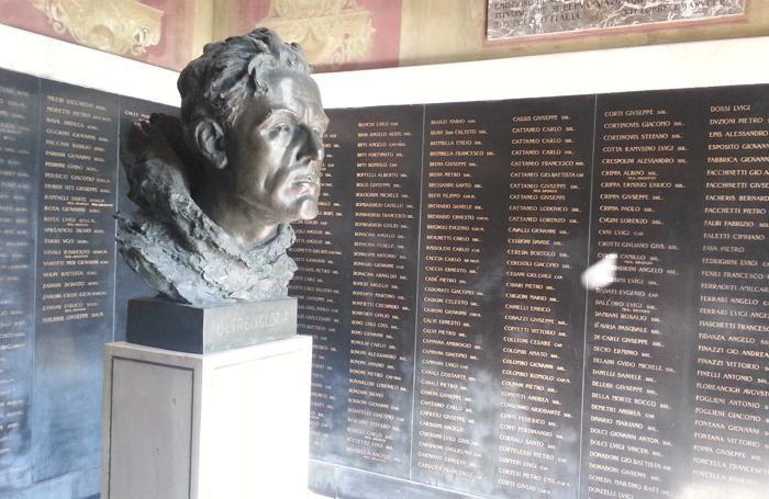 Il busto di Locatelli