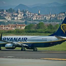 Lunedì 25 sciopero dell'Alitalia Ryanair offre tariffe speciali di soccorso