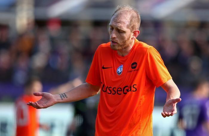 Masiello contro la Fiorentina nello scorso febbraio