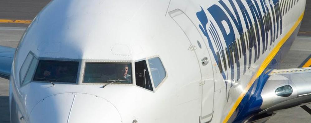 Ryanair, atterraggio d'emergenza Un passeggero si è sentito male