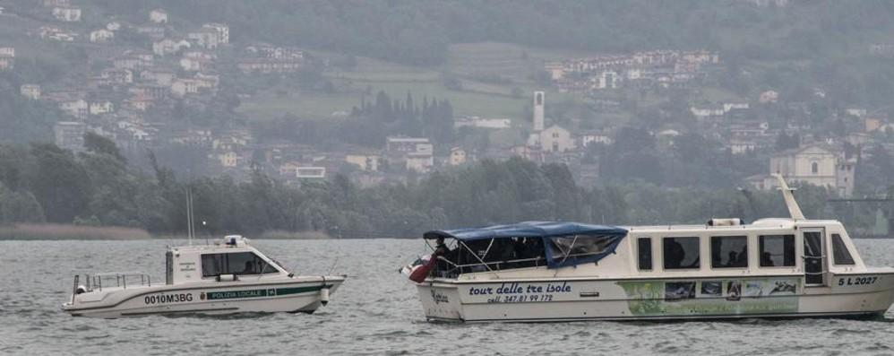 Lovere, tentativo di «scontro navale»  Tra fascisti e antifascisti nulla di fatto