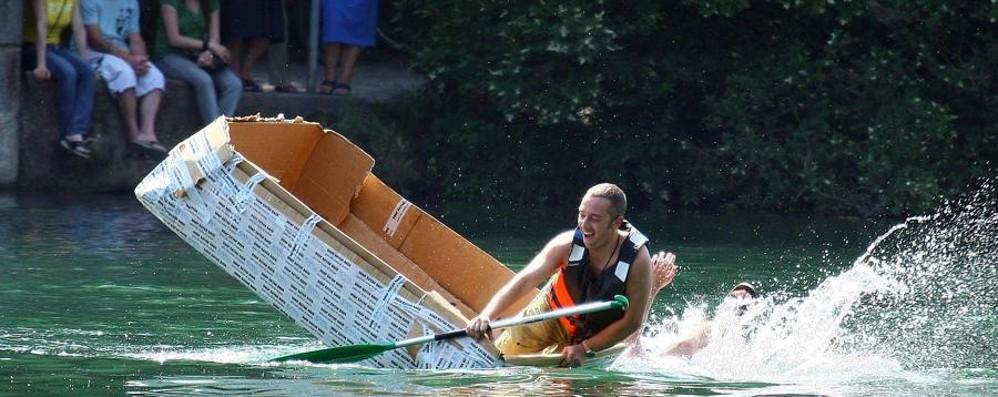 Canoe di carta, torna la gara più pazza Pronti alla sfida tra fiume e lago – Video