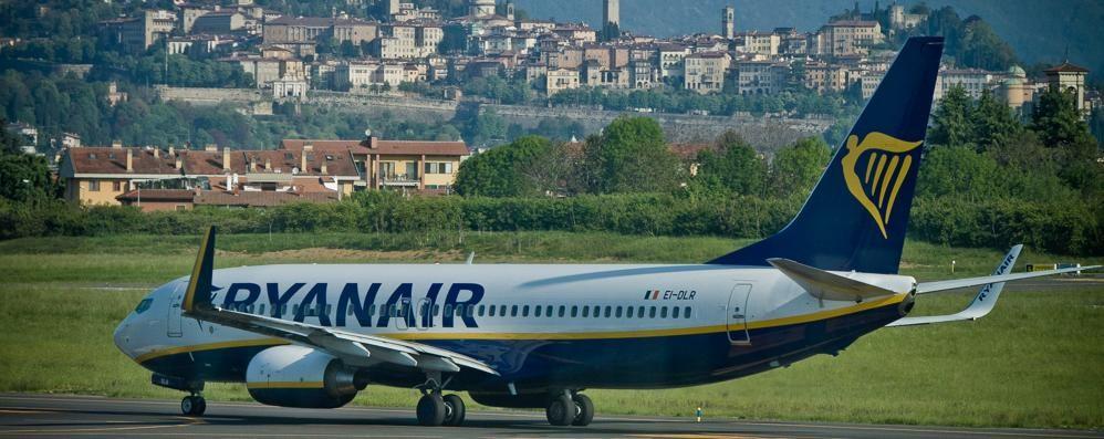 Ryanair, traffico in crescita: + 16% La compagnia taglia i costi del check-in