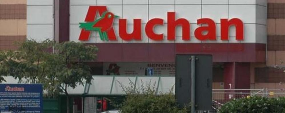 Auchan, lavoratori in sciopero contro i tagli Presidio in città: «Clienti, sosteneteci»