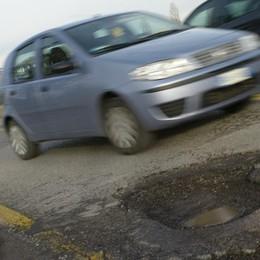 Bergamo, buche nelle strade? Arriva la squadra «rattoppo sprint»