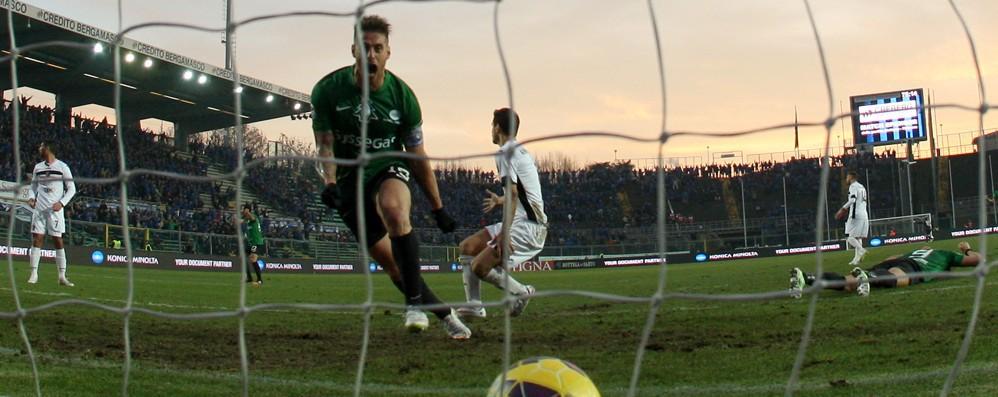 Palermo, sfida da tripla Il Cagliari non molla