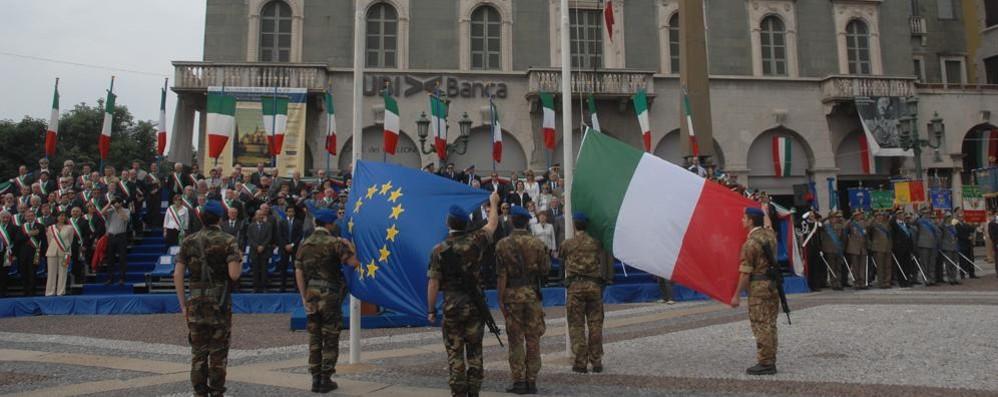69° della Repubblica in Piazza Vecchia Il Comune: cittadini esponete il Tricolore