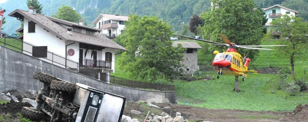 Cornalba, 44enne sotto un camioncino È in gravissime condizioni a Bergamo