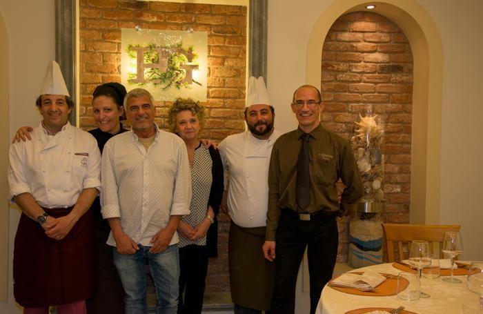 Da sin. Paperini, Magurano, Alessandro Dughera, Paola Cardellini, Giacone, il maitre Pietro