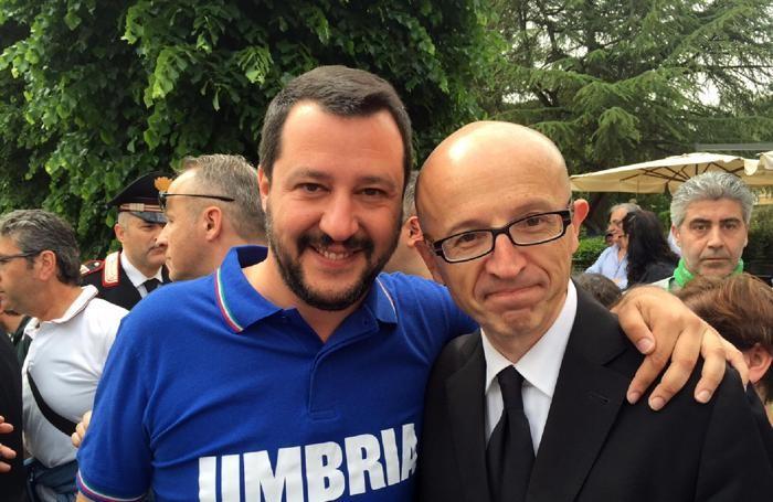 Il segretario federale della Lega Nord Matteo Salvini con il sindaco di Assisi e candidato per il centro destra alla RegioneANSA