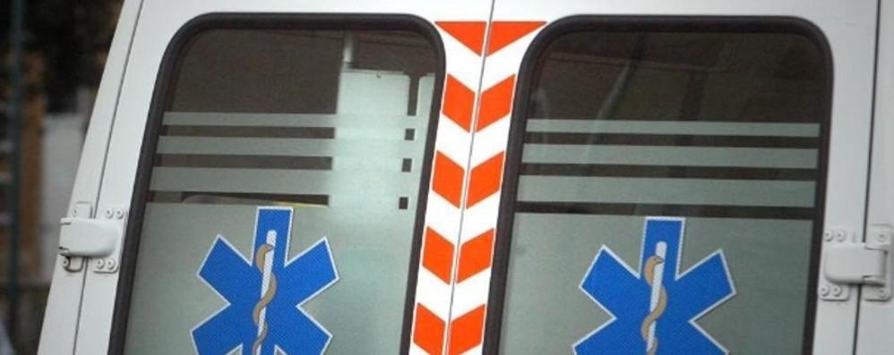 Cade dal cestello elevatore Operaio ferito in via Borgo Palazzo