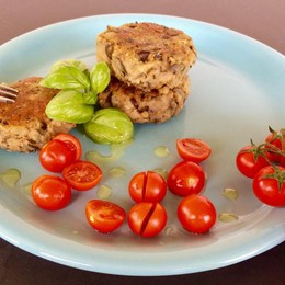 Melanzane e pecorino per un hamburger vegetariano