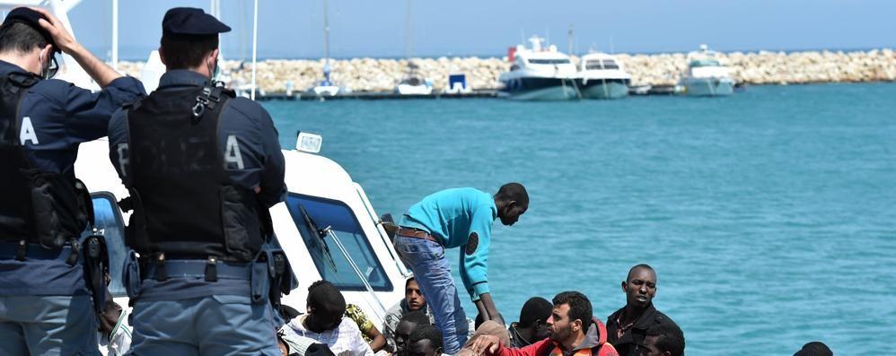 Maroni, nuova lettera ai prefetti «Sui migranti voglio risposte precise»