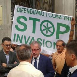 Profughi, il giorno della protesta leghista  Maroni e Calderoli davanti alla prefettura