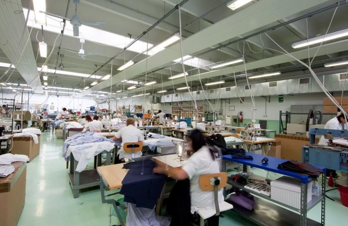 buy popular 4bdda ee35a A Zogno le camicie per D&G Il Laboratorio del Carmine fa ...