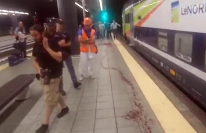 Un fermo immagine tratto da un video mostra il luogo dove due ferrovieri sono stati aggrediti da una banda armata di machete nella stazione del passante ferroviario di Villapizzone.