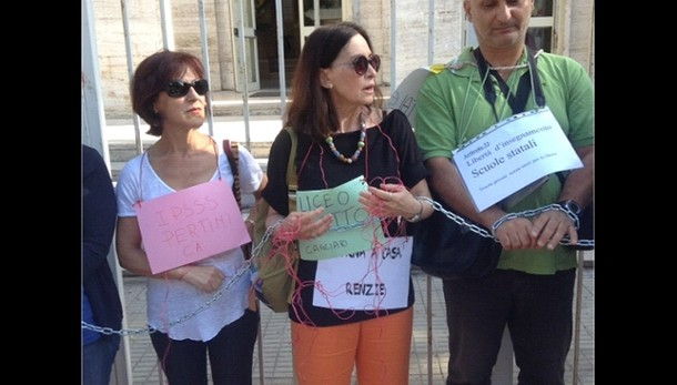 Maturità: docenti incatenati a Cagliari