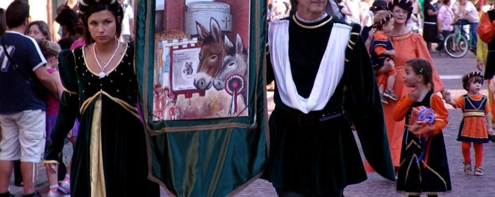 Cavalli invisibili e feste medievali
