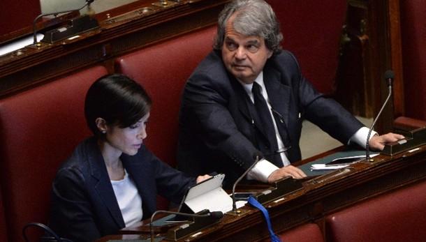 De Luca: Fi, pronti a denunciare Renzi