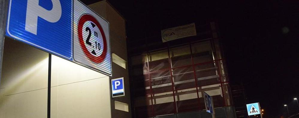 Parcheggio stazione, impossibile uscire Il racconto all'insegna del degrado