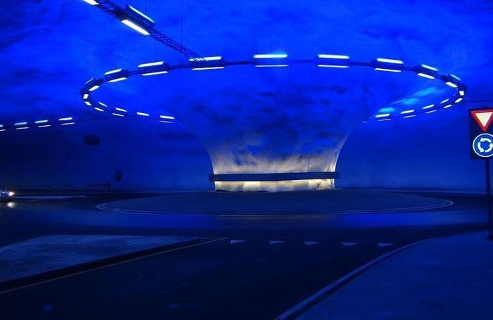 Una rotonda sul mare? No, nel tunnel.