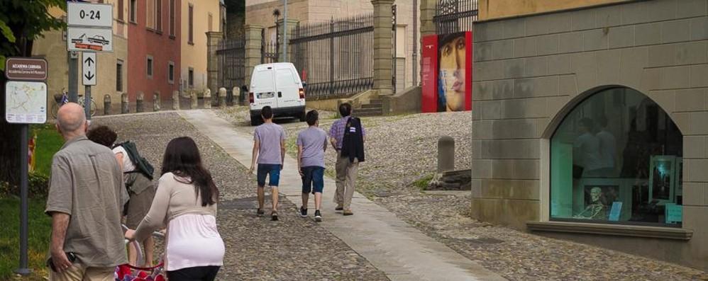La Carrara aperta risveglia il borgo  «Tanta gente, qui è un altro mondo»