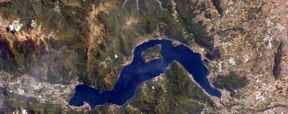 AstroSamantha pensa a Bergamo Dallo spazio la foto del lago d'Iseo