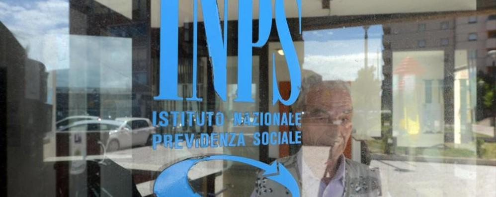 Caos pensioni, rimborsi Inps da agosto 750 € per chi ne prende 1.700 al mese