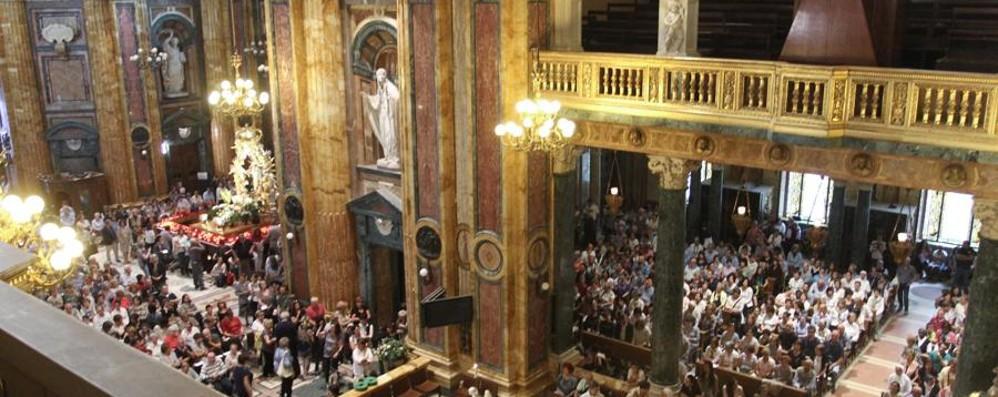 Il vescovo e 1.700 bergamaschi a Torino Avvolti dal mistero della Sacra Sindone
