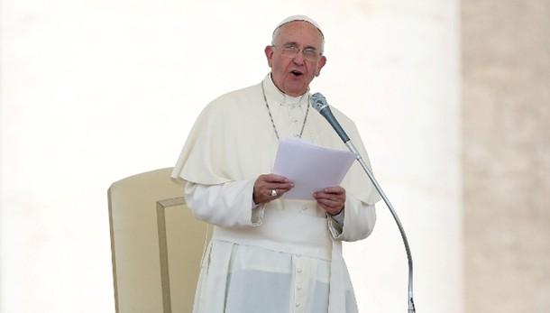 Papa: economia sia lontana da corruzione