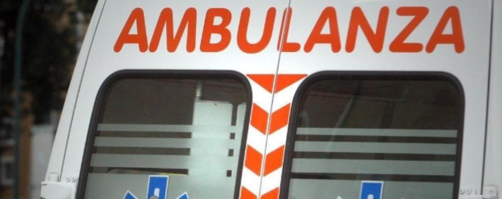 Schianto a Vigano San Martino Furgone in fiamme, 4 soccorsi
