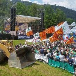 La Lega riparte da Pontida - foto e video Salvini: «Usiamo la ruspa contro Renzi»
