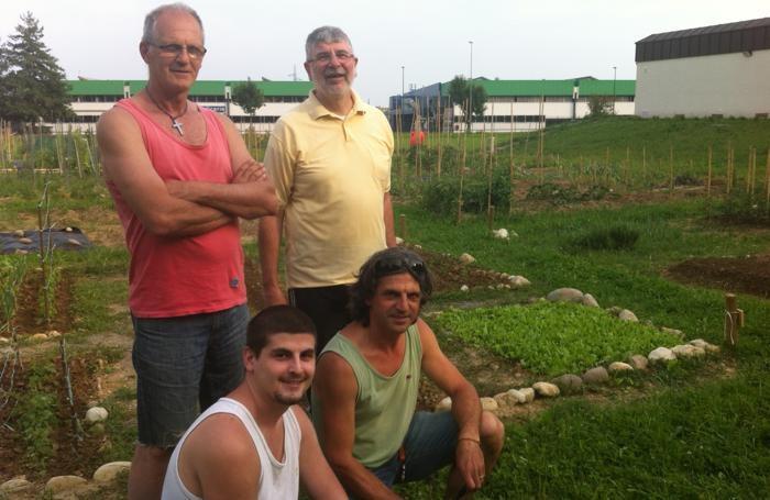 Orticoltori alla Porta del parco Mozzo