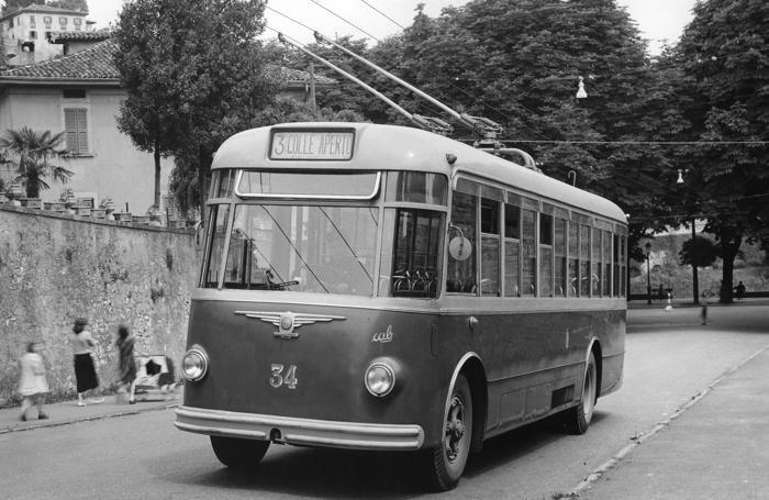 Un filobus in servizio dalla stazione a Colle Aperto