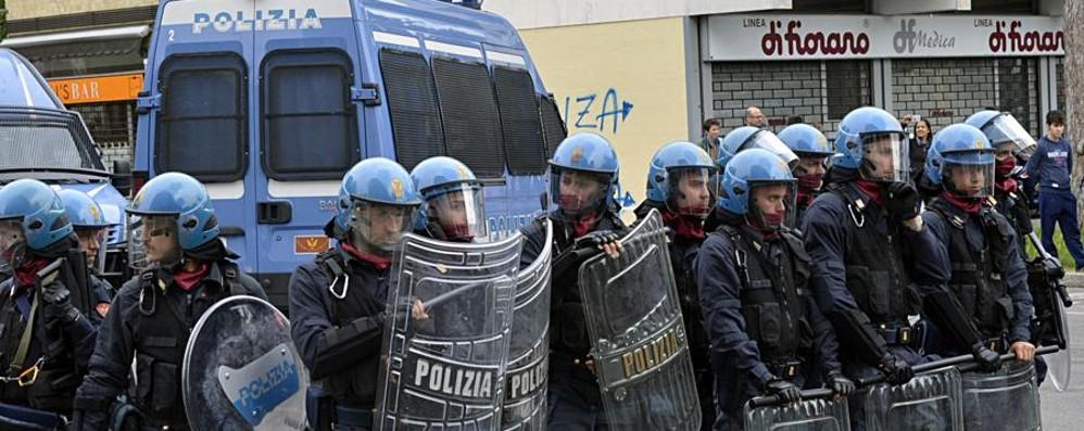 «Un Daspo per chi insulta la polizia o i carabinieri»