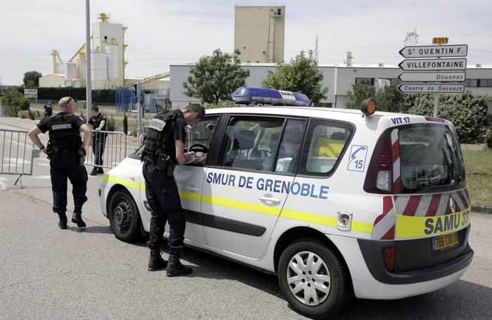 I controlli della polizia francese dopo l'attentatoEPA/MAXIME JEGAT