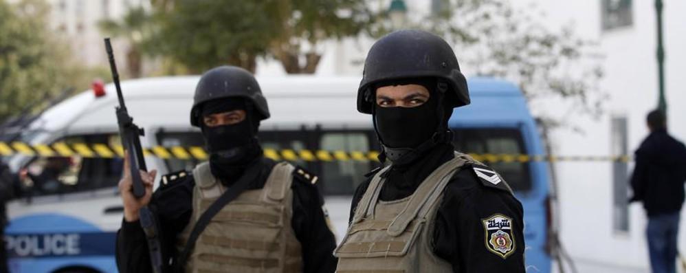 Tunisia, attentato in hotel: oltre 30 morti In Francia assalto con  bandiera dell'Isis