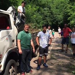 A Lenna la ciclabile torna a nuovo grazie al lavoro dei giovani volontari