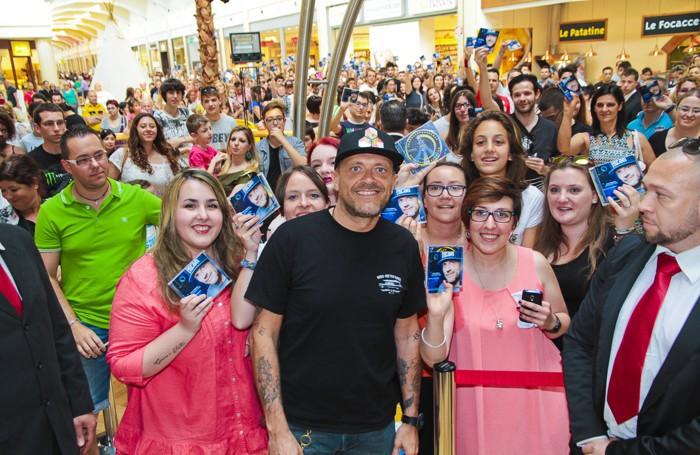 Max Pezzali al centro commerciale di Curno