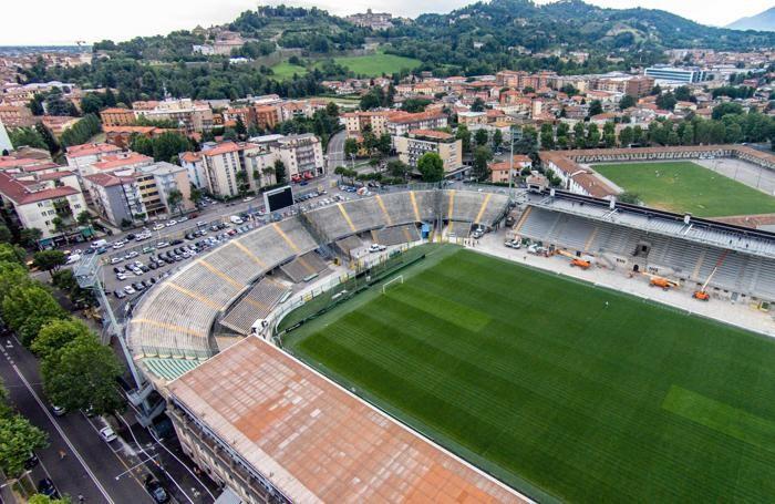 Una foto aerea dei lavori interni allo stadio