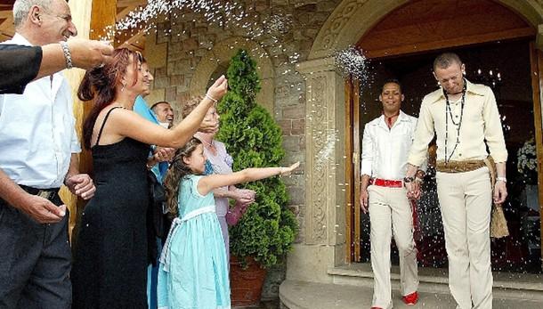 Spagna, 31 mila nozze gay in 10 anni
