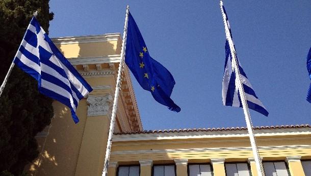 Grecia: stampa, slitta pagamento a Fmi