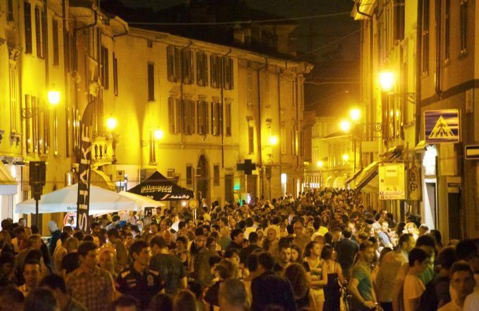 La movida in Borgo Santa Caterina a Bergamo