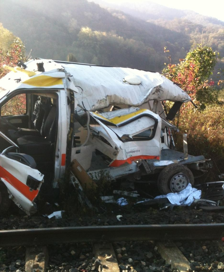 L'ambulanza dopo la tragedia