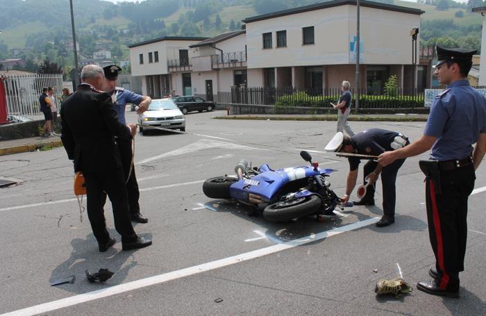 I rilievi dei carabinieri con la Yamaha R1 di Servalli