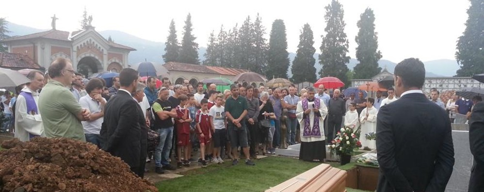 Gandino, in migliaia ai funerali  L'ultimo volo di Diego Servalli